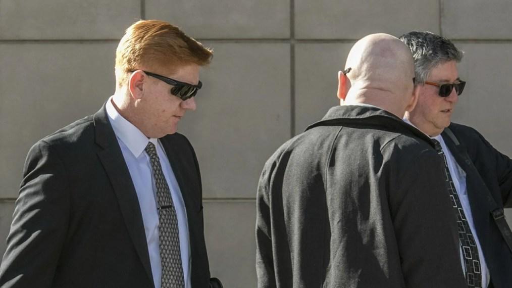 Lonnie Swartz makes his way to court in Tucson, Ariz.
