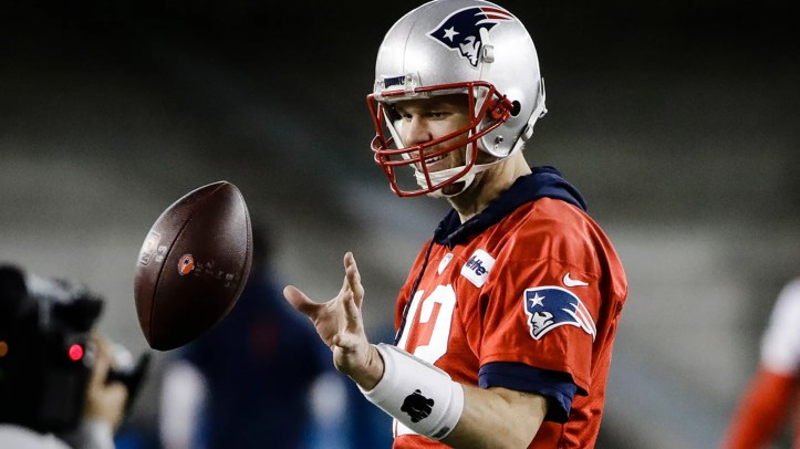 New England Patriots quarterback Tom Brady catches a ball during NFL football practice, Wednesday, Jan. 30, 2019, in Atlanta, as the team prepares for Super Bowl 53 against the Los Angeles Rams. (AP Photo/Matt Rourke)