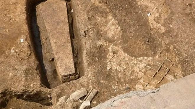 richard-stone-coffin-2