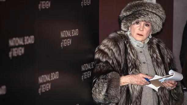 Gossip columnist Liz Smith works on the red carpet at the National Board of Review gala in the Manhattan borough of New York January 6, 2015. REUTERS/Carlo Allegri (UNITED STATES - Tags: ENTERTAINMENT) - GM1EB170YIL01