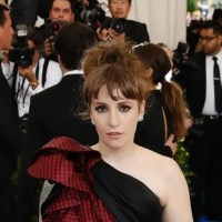 Lena Dunham apologizes for defending 'Girls' writer-producer accused of raping underage actress