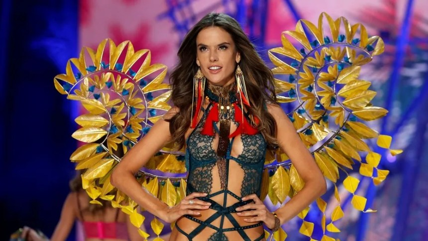 Alessandra Ambrosio presents a creation during the 2016 Victoria's Secret Fashion Show at the Grand Palais in Paris, France, November 30, 2016.