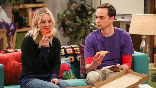 """""""The Solo Oscillation"""" -- Pictured: Penny (Kaley Cuoco) and Sheldon Cooper (Jim Parsons). When Sheldon kicks Amy out to work solo, she and Leonard bond during a series of science experiments. Also, Bert the geologist replaces Wolowitz in the band Footprints on the Moon, and Sheldon finds Penny a surprising source of scientific inspiration, on THE BIG BANG THEORY, Thursday, Jan. 11 (8:00-8:31 PM, ET/PT) on the CBS Television Network. Laurie Metcalf returns as Sheldon's mother, Mary. Photo: Michael Yarish/Warner Bros. Entertainment Inc. © 2017 WBEI. All rights reserved."""