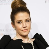 Lisa Marie Presley sues former manager for $100 million after announcing massive debt