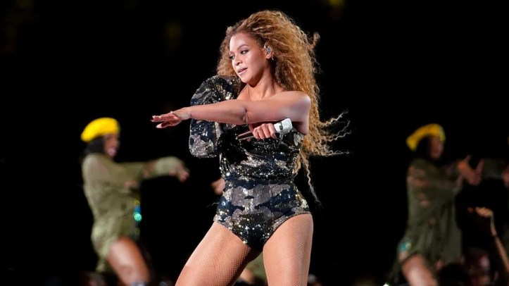 Beyonce suffered a small wardrobe malfunction during her performance at the 2018 Coachella.