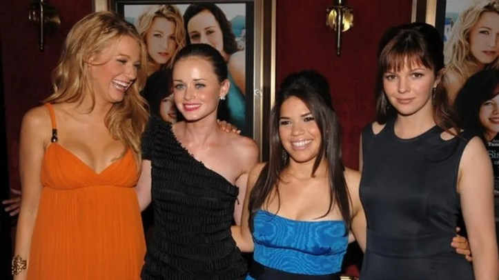 "From left, cast members Blake Lively, Alexis Bledel, America Ferrera and Amber Tamblyn pose for pictures at the premiere of ""The Sisterhood of the Traveling Pants 2"" at The Ziegfeld Theatre on Monday July 28, 2008, in New York. (AP Photo/Peter Kramer)"