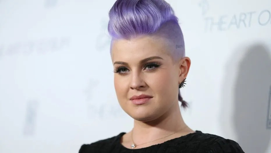 Kelly Osbourne took to Instagram on Thursday to celebrate one year of sobriety.