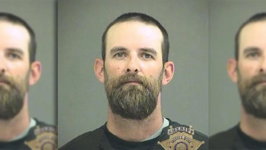 Erik and Katyra Stratton, of Oregon, were arrested after they allegedly threw their food at Taco Bell employees, police said.