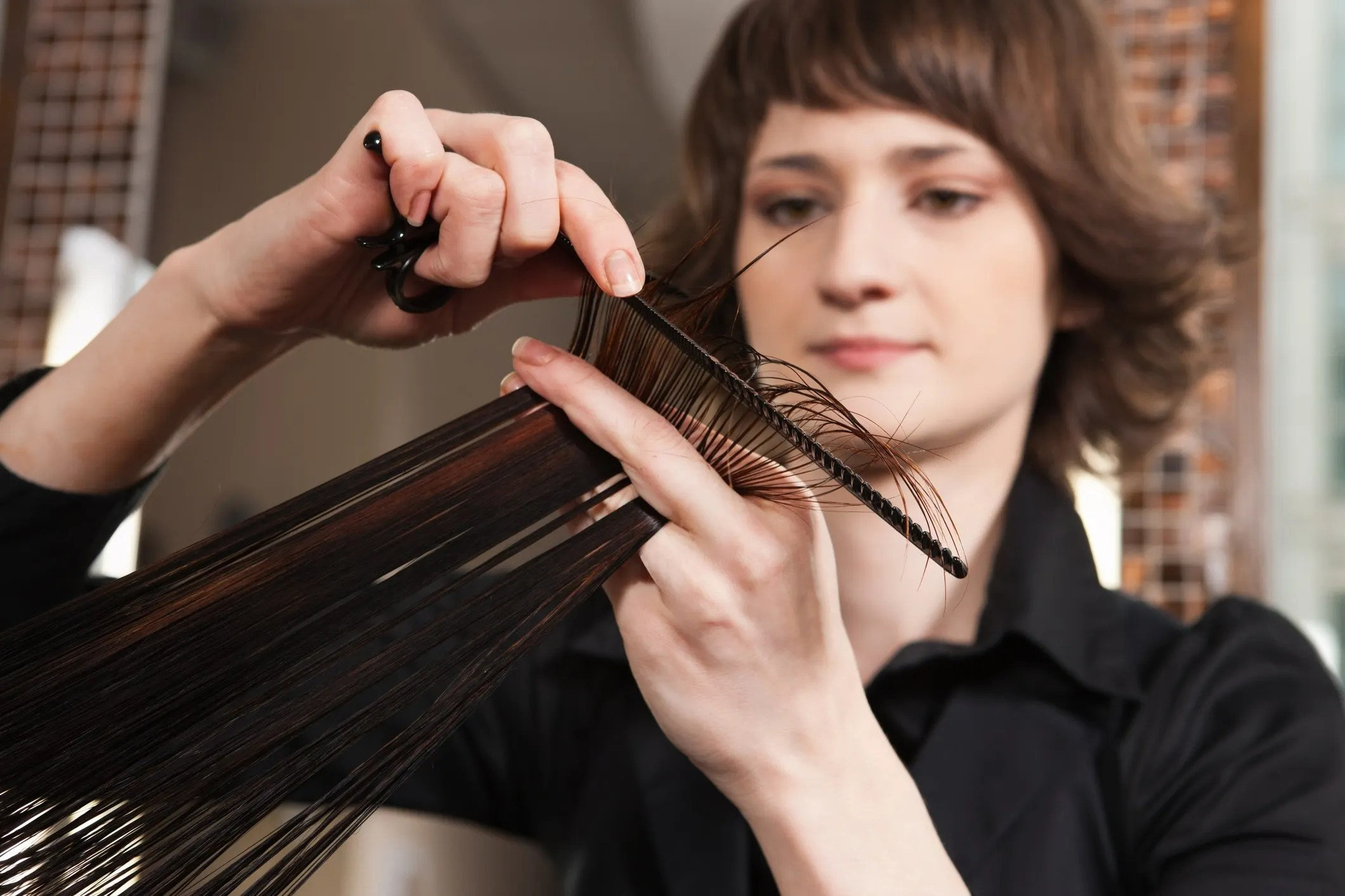 A New Illinois Law Will Teach Hairstylists To Look For