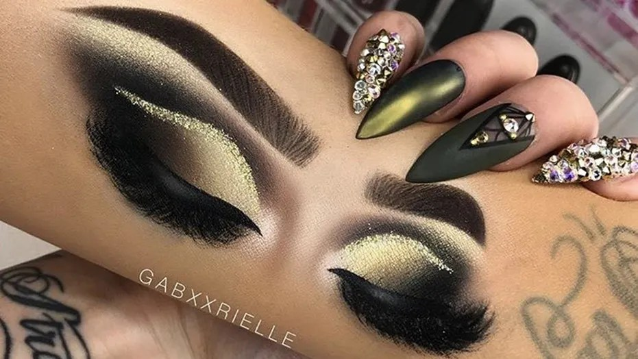 Instagram user and makeup artist Gabrielle Alexis is racking up likes for the hyper-realistic-looking eye makeup looks drawn on her arm.