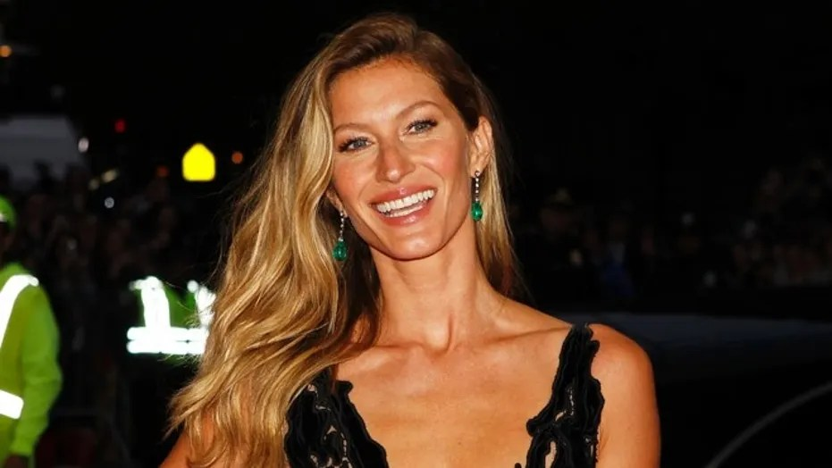 "FILE -- Model Gisele Bundchen arrives at the Metropolitan Museum of Art Costume Institute Gala Benefit celebrating the opening of ""Charles James: Beyond Fashion"" in Upper Manhattan, New York May 5, 2014."