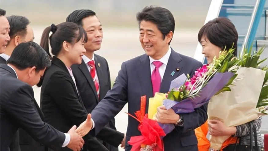 Prime Minister Shinzo Abe reportedly plans to propose a sweeping economic cooperation initiative meant to create hundreds of thousands of jobs in the U.S. when he meets with President Donald Trump later this month.