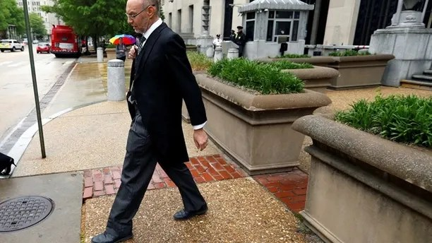 """U.S. Deputy Solicitor General Michael Dreeben departs the U.S. Justice Department in traditional morning coat on his way to argue his one-hundredth case before the U.S. Supreme Court in Washington, U.S. April 27, 2016. REUTERS/Jonathan Ernst SEARCH """"SCOTUS"""" FOR THIS STORY. SEARCH """"THE WIDER IMAGE"""" FOR ALL STORIES. THE IMAGES SHOULD ONLY BE USED TOGETHER WITH THE STORY - NO STAND-ALONE USES. - RTX2HKUL"""