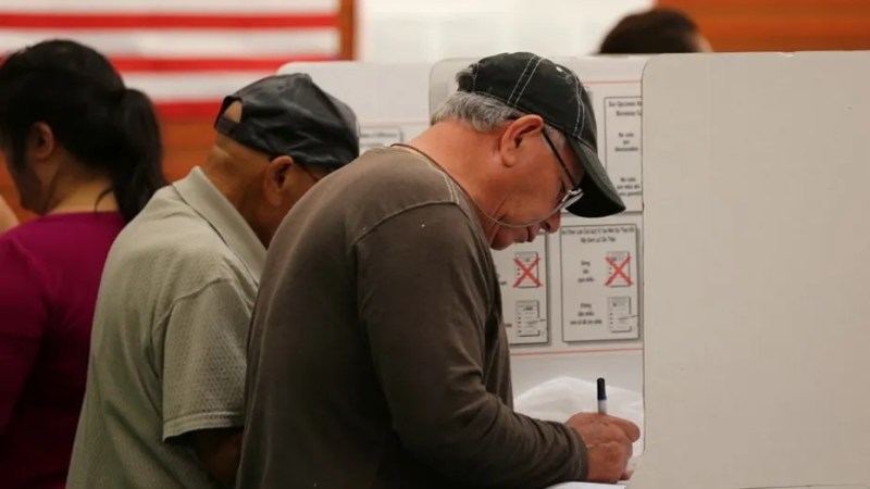 People cast their ballots at a neighborhood grocery store in the 2016 presidential election in National City, California, U.S November 8, 2016.  REUTERS/Mike Blake - HT1ECB81H1786