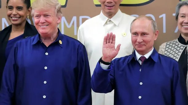 U.S. President Donald Trump and Russian President Vladimir Putin take part in a family photo at the APEC summit in Danang, Vietnam November 10, 2017. Sputnik/Mikhail Klimentyev/Kremlin via REUTERS ATTENTION EDITORS - THIS IMAGE WAS PROVIDED BY A THIRD PARTY.     TPX IMAGES OF THE DAY - RC1BCB0B1EF0