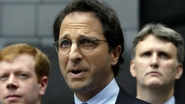 Federal prosecutor Andrew Weissmann (C) is flanked by FBI agents as hespeaks to the press outside the federal courthouse in Houston, Texasabout the latest round of indictments stemming from the collapse ofEnron, May 1, 2003. Also Lea Fastow, wife of Enron Chief FinancialOfficer Andrew Fastow, is expected to be indicted on tax and mailfraud. REUTERS/Jeff MitchellJM/ME - RTRMRJX