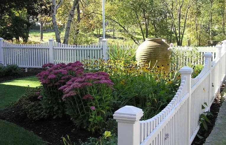 A Guide To Installing A New Fence: Professionals, Costs