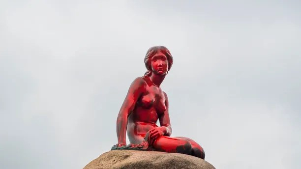 The Little Mermaid statue is seen painted in red in what local authorities say is an act of vandalism, in Copenhagen, Denmark May 30, 2017. Ida Marie Odgaard/Scanpix Denmark/via REUTERS    ATTENTION EDITORS - THIS IMAGE WAS PROVIDED BY A THIRD PARTY. FOR EDITORIAL USE ONLY. DENMARK OUT. NO COMMERCIAL OR EDITORIAL SALES IN DENMARK      TPX IMAGES OF THE DAY - RTX386ZI