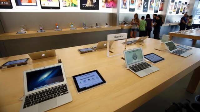 MacBook Air laptops are pictured on display at an Apple Store in Pasadena July 22, 2013. (REUTERS/Mario Anzuoni)