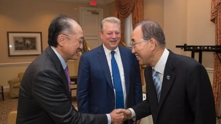 UN Secretary General Ban Ki-moon (right) greets Jim Yong Kim, President of the World Bank Group, as Al Gore, former vice president of the United States, looks on during welcome reception for the Climate Action 2016 summit on May 5, 2016.  (Credit: UN Photo/Eskinder Debebe)