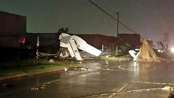 Tulsa tornado injures nearly 30 knocks out power to