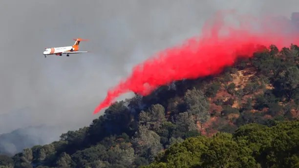 A tanker drops retardant on a fire on Mt. Diablo above Marsh Creek Road, Wednesday, July 25, 2018, near Clayton, Calif. (Karl Mondon /San Jose Mercury News via AP)