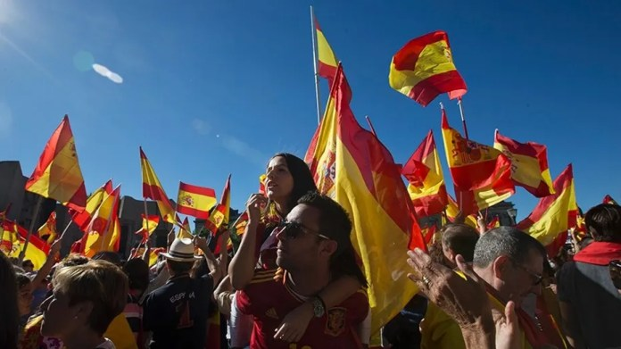 housands of pro-Spanish unity supporters donning Spanish flags have rallied in a central Madrid plaza to protest the Catalan regional government's drive to separate from Spain.