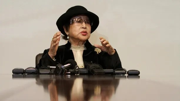 South Korean actress Choi Eun-hee, 84, speaks during a news conference in Seoul December 21, 2011. According to the local media, Choi was kidnapped to North Korea in 1978 and made 17 films there with her husband director Shin Sang-ok, who passed away in 2006. North Korean leader Kim Jong-il had wanted director Shin to work as his propagandist and for Choi to be the star. Shin and Choi escaped the North in 1986 while on a state-sponsored trip to Vienna, requesting political asylum through the U.S. embassy. They returned to South Korea in 1999.   REUTERS/Kim Hong-Ji  (SOUTH KOREA - Tags: POLITICS ENTERTAINMENT) - GM1E7CL1EPP01
