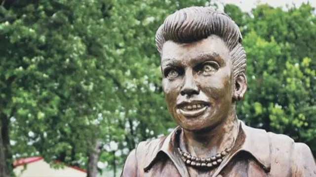 Mayor Rejects Artists Offer To Fix Scary Lucy Statue