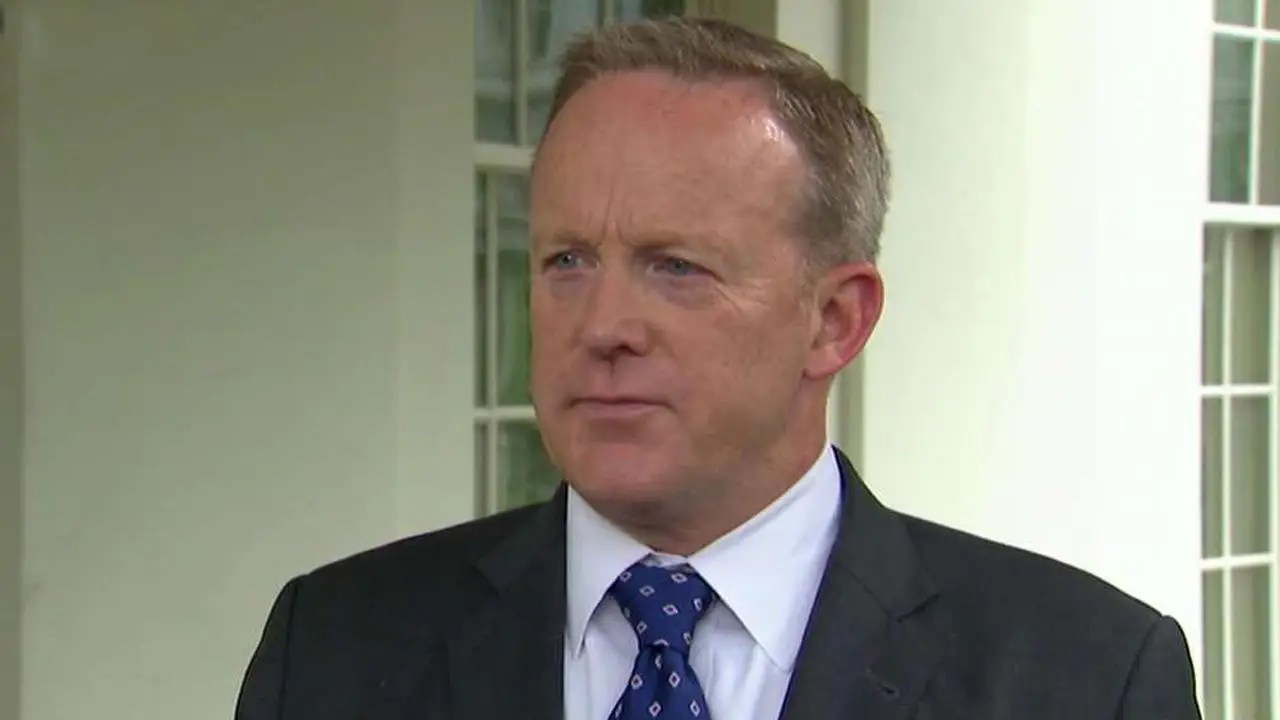Risultati immagini per Fox News 'MediaBuzz': Spicer says Trump's remarks about possible Comey tapes brought out truth |