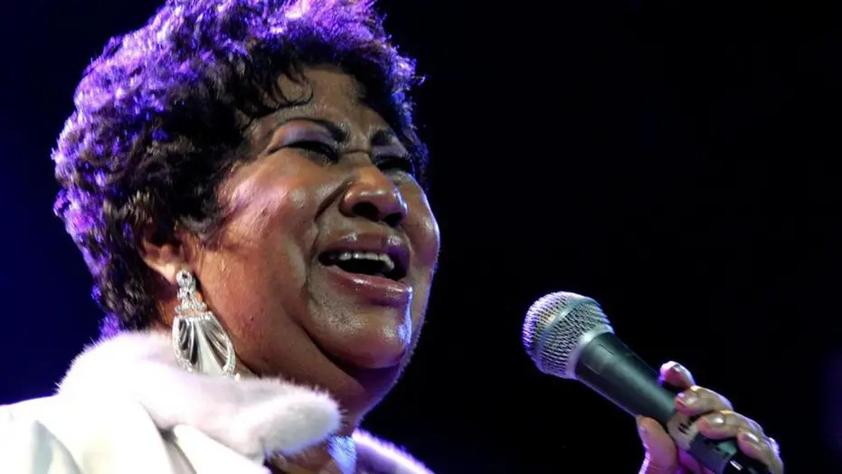 Tributes pour in for Aretha Franklin