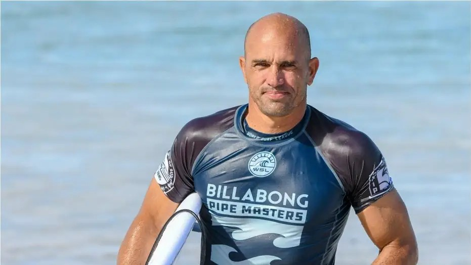 Kelly Slater Pulls Off Houdini Tube Ride After Falling