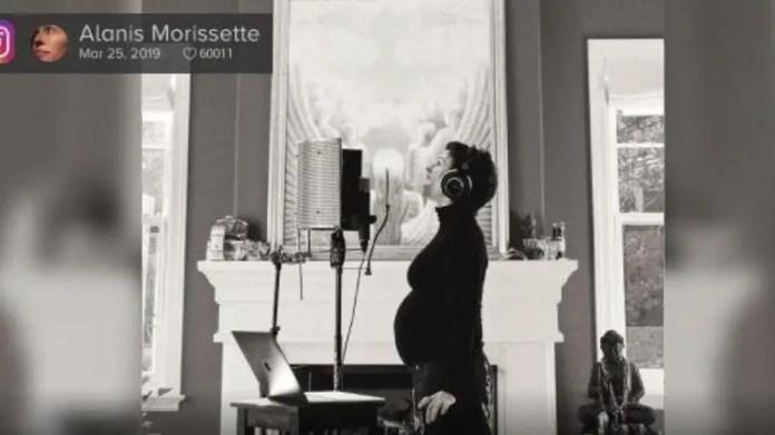 Singer Alanis Morissette, who won the Grammy, posts on Instagram that she is pregnant