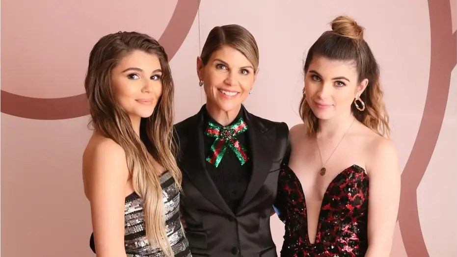 Lori Loughlin Mossimo Giannulli S Daughters Not Kicked