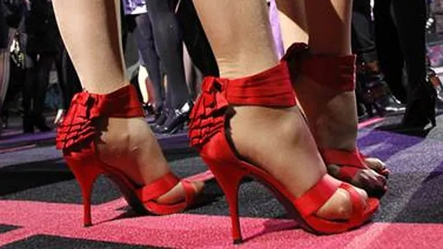 Study Men are most helpful to women in high heels  On