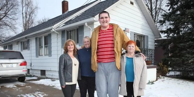 7-foot-tall Michigan teen can't stop growing | Fox News