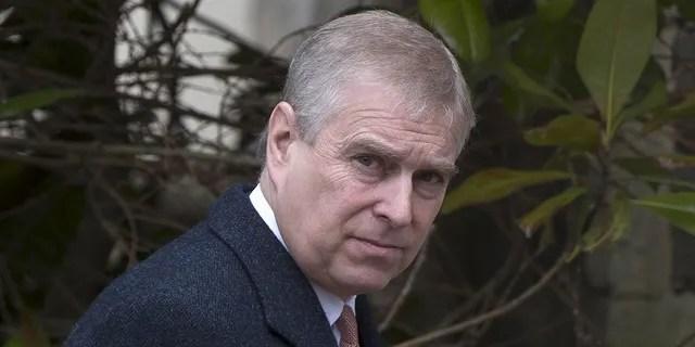 El príncipe Andrew es el tercer hijo de la reina Isabel II y su segundo hijo.