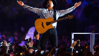 Garth Brooks wears 'Sanders' shirt at Michigan show, gets attacked online