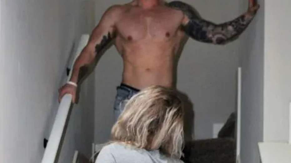 Realtor uses Half Naked Pictures to Sell House