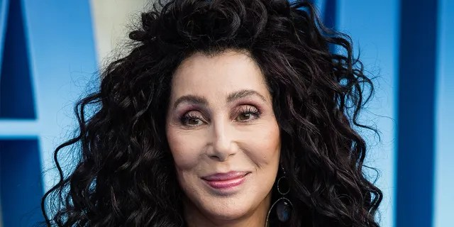 Cher told her fans that her friends' homes were burned due to Woolsey Fire.