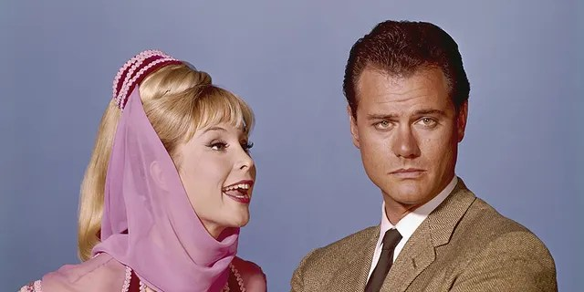 Barbara Eden as Jeannie, Larry Hagman as Anthony 'Tony' Nelson in 'I Dream of Jeannie.'