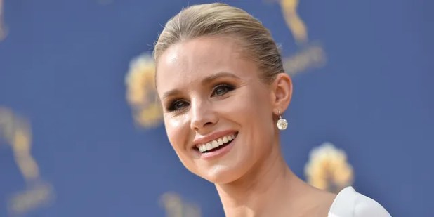 Kristen Bell attends the 70th Emmy Awards at the Microsoft Theater in Los Angeles, California on September 17, 2018