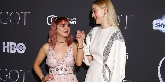 """Sophie Turner posted her reaction to Maisie Williams' first sex scene on """"Game of Thrones."""""""