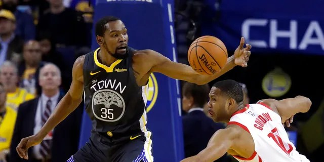 Kevin Durant (35), seen here with the Golden State Warriors last April, reportedly plans to sign with the Brooklyn Nets. (AP Photo/Jeff Chiu, File)