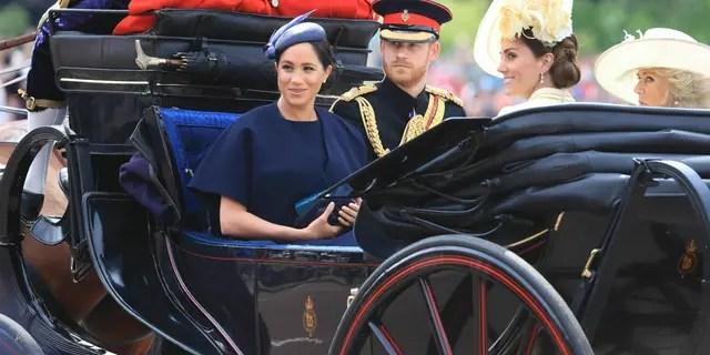 El príncipe Harry de Gran Bretaña, la duquesa Meghan de Sussex, la duquesa Kate de Cambridge y la duquesa Camilla de Cornualles asisten a la ceremonia anual de Trooping the Color en Londres, el sábado 8 de junio de 2019. (Gareth Fuller / PA a través de AP)