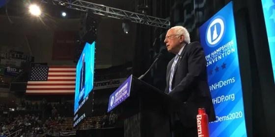 El senador Bernie Sanders, de Vermont, habla en la convención anual del Partido Demócrata de New Hampshire en Manchester el sábado.