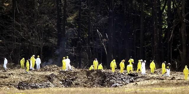 Investigators comb the debris field for evidence from United Airlines Flight 93 near Shanksville, Pennsylvania, on Sept. 12, 2001. (REUTERS/Tim Shaffer)
