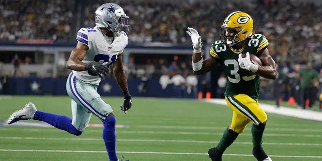 Green Bay Packers running back Aaron Jones (33) scores a touchdown against Dallas Cowboys cornerback Byron Jones (31) in the third quarter at AT&T Stadium. (Tim Heitman-USA TODAY Sports)