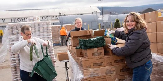 Food Bank of the Southern Tier volunteers load up cars at a 'no-contact' food distribution during the COVID-19 pandemic. (Feeding America)