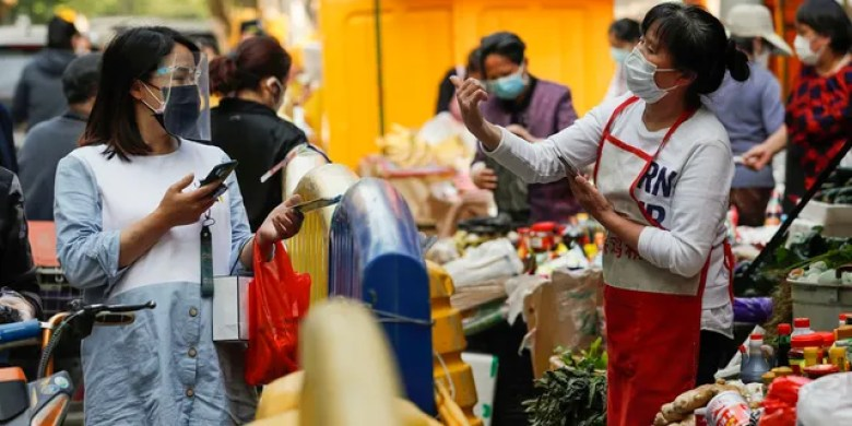 People buy food in Wuhan, capital of central China's Hubei Province, April 16, 2020. As the coronavirus epidemic wanes, life returns to normal in Wuhan gradually.